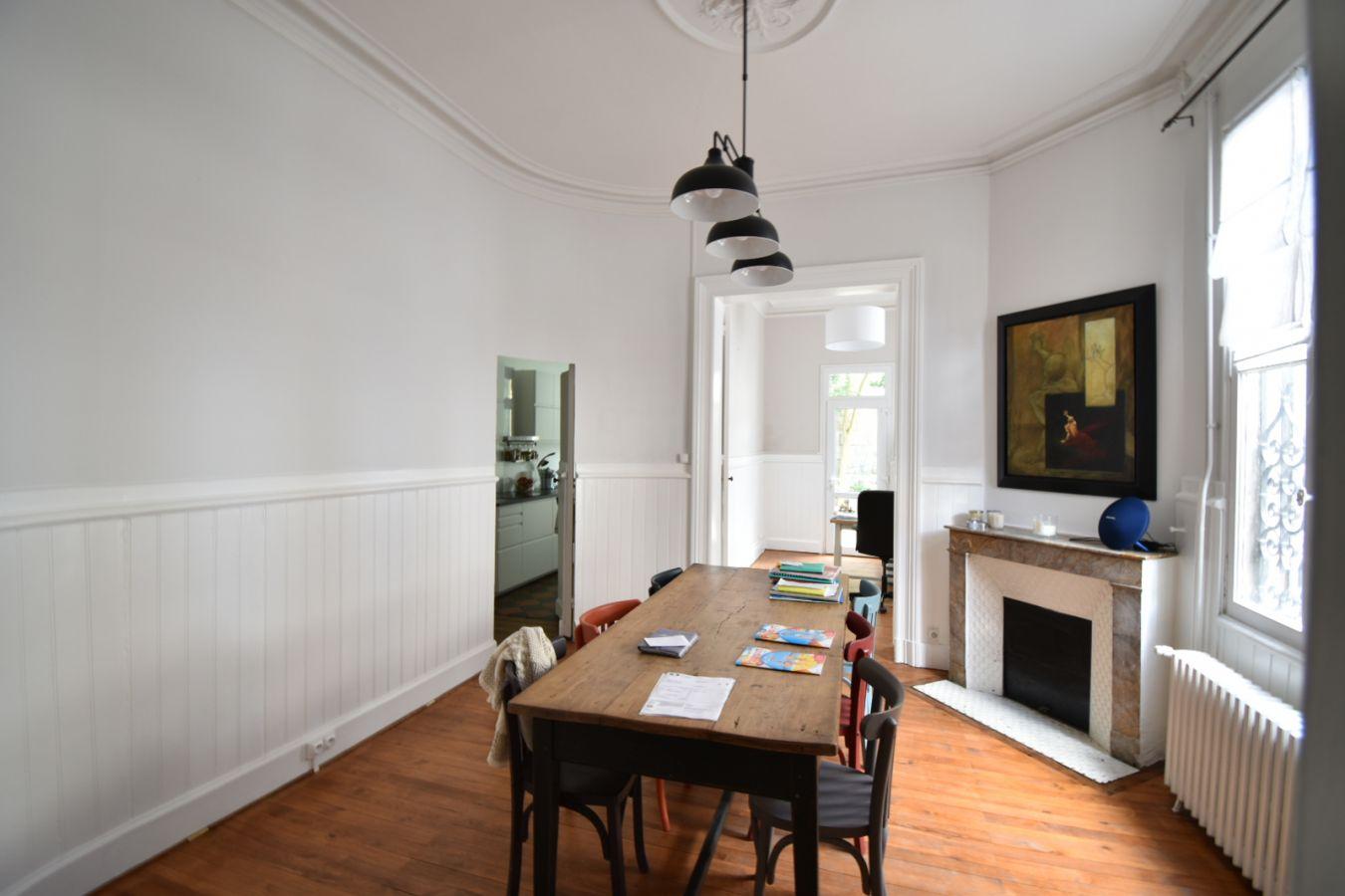 maison en pierre jardin de ville valeur pierre. Black Bedroom Furniture Sets. Home Design Ideas